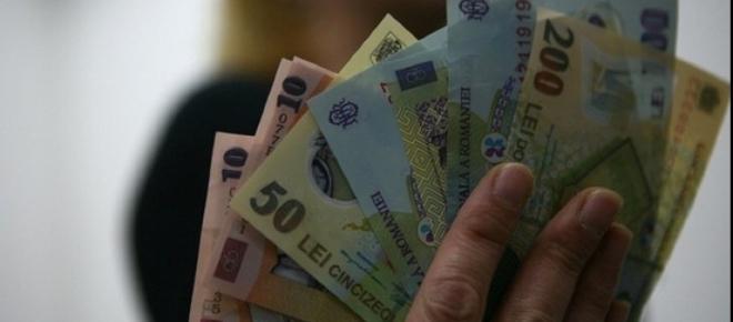 Salariul minim de 2500 de lei pentru tinerii care termină o facultate în România