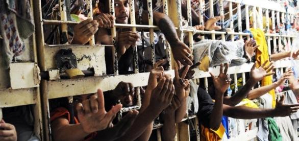Detendo recapturado de prisão superlotada revelou informação relevante em anonimato