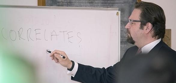 Dr Sebastian Gorka - teoria wojny z wojującym islamizem, flick..com