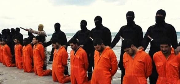 Estado Islâmico executando prisioneiros de guerra