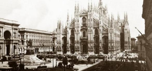 Palme in piazza Duomo a Milano a inizio 900 - (fonte: nonsprecare.it)