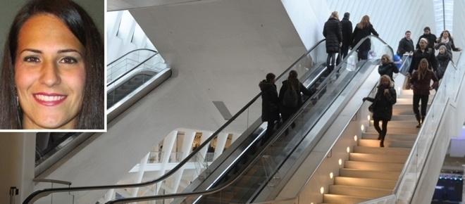 Jovem morre ao cair de escada rolante ao apanhar chapéu de irmã gémea