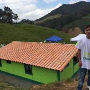 """""""Menino-anjo'' que ajudou a achar o avião da Chapecoense, ganhou casa nova."""