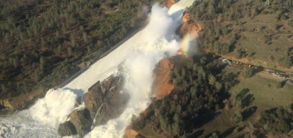 Danos na represa de Oroville, Califórnia (EFE)