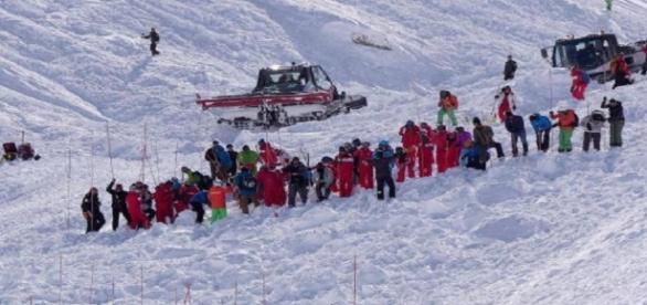 Les secouristes à pied d'oeuvre pour retrouver les skieurs disparus
