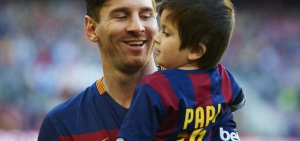 Lionel Messi : Le FC Barcelone recrute son fils de 3 ans et demi - purepeople.com