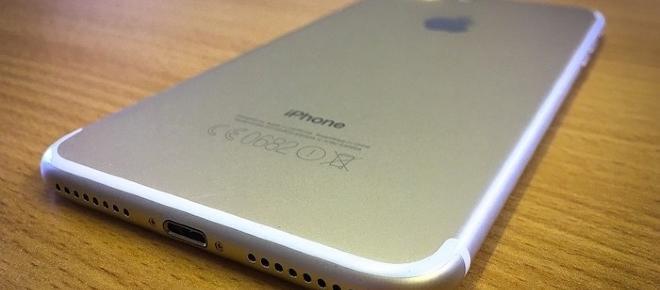 iPhone 8 con scocca sia in alluminio che in vetro?