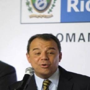 Sérgio Cabral sorrindo na passagem de cargo de governador do Rio