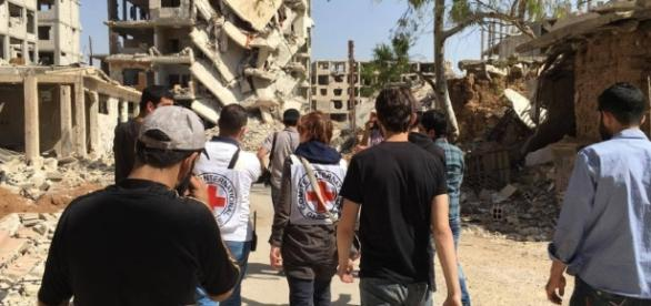 Syrian suburb receives aid | The Columbian - columbian.com