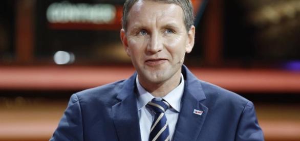Warum Björn Höcke jetzt sogar für die AfD zu rechts ist - VICE - vice.com