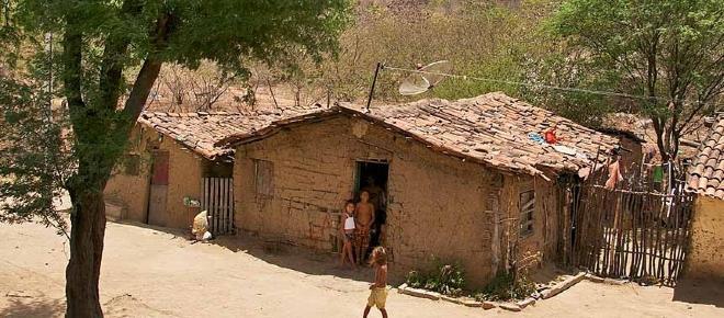 Banco Mundial: crise brasileira pode levar milhões de pessoas de volta à pobreza