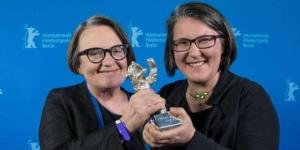 Agnieszka Holland i Katarzyna Adamik z nagrodą. Fot. facebook