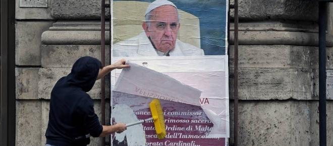 Papa é alvo de campanha contra suas reformas na igreja