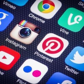 el 93% de los consumidores usan las redes sociales con intenciones de compra.