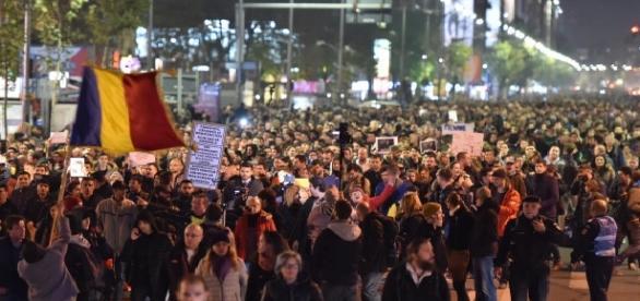 Mii de oameni au protestat împotriva proiectului de grațiere