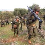 Armas en ristre la unidad se dirige al punto de partida a iniciar el asalto.