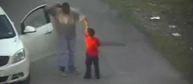 Câmeras de vídeo mostram o que fez o namorado da mãe com um menino; veja