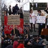 L'ambiance des rassemblements contre la corruption des élus évoque certes Nuit debout, mais surtout les manifestations en Roumanie
