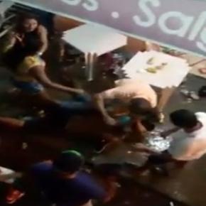 Confusão entre foliões acaba em pancadaria em bar movimentado.