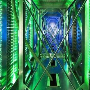 Serverschränke in einem Google-Datenzentrum - Foto - FOCUS Online - focus.de