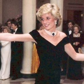 Kensington Palast zeigt Prinzessin Dianas berühmteste Roben - Aus ... - abendblatt.de