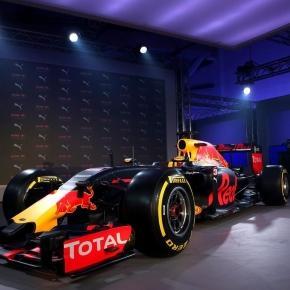 Red Bull svela al grande pubblico la sua RB13