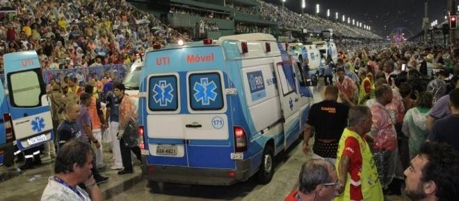 Acidente com carro alegórico deixa 20 feridos no Rio de Janeiro