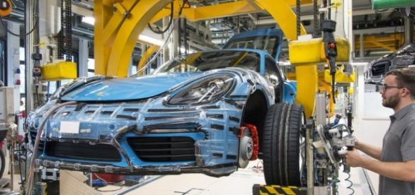 Porsche 718 Cayman, partita la produzione a Zuffenhausen [FOTO] - motorionline.com