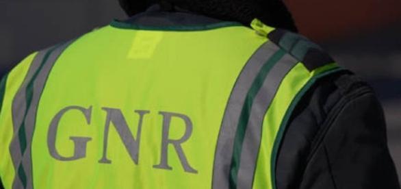 Um militar da GNR, que após um acidente estava a regularizar o trânsito, acaba ele também por sofrer um acidente