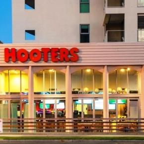 Hooters launching new restaurant with male servers - Photo: Blasting News Library - com.au