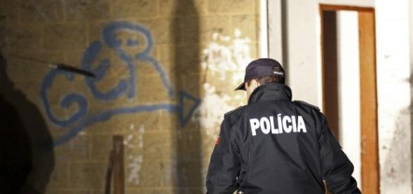 A PSP e a PJ realizaram mais uma operação policial no Bairro 6 de Maio, Damaia