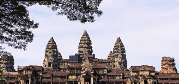 Templos como este de Angkor, están perdidos en la jungla asiática, según imágenes tomadas por satélite