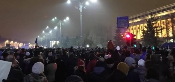 Justificate sau nu, protestele din Piața Victoriei eclipsează un pericol imens la adresa României