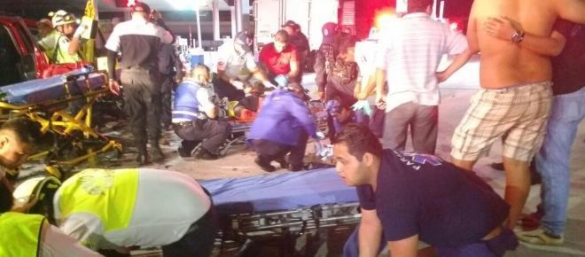 Impacta una camioneta familiar a otra de carga en Morelos