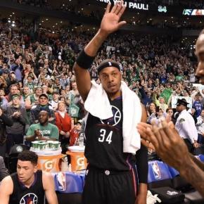 Paul Pierce despidiéndose de la afición de los Celtics.