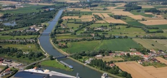 Le canal d'Aire-sur-la-Lys dans le nord