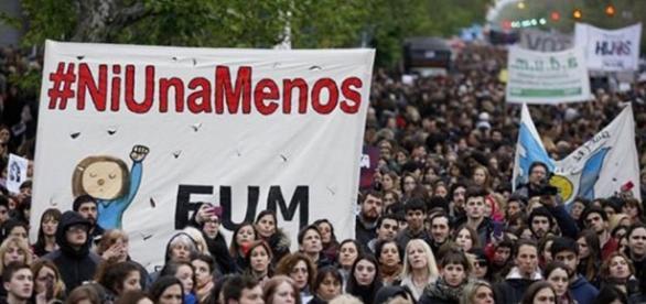 Los sindicatos argentinos preparan un paro internacional de mujeres para marzo ... - diariohuarpe.com