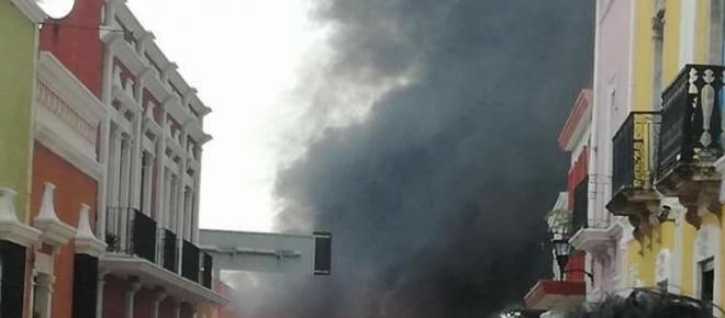 Incendio al amanecer en San Francisco de Campeche