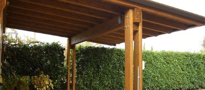 Abuso edilizio: la tettoia non necessita sempre del permesso di costruire
