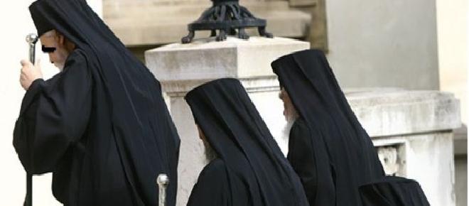 Un preot a murit într-o saună în compania a două prostituate care l-au tâlhărit