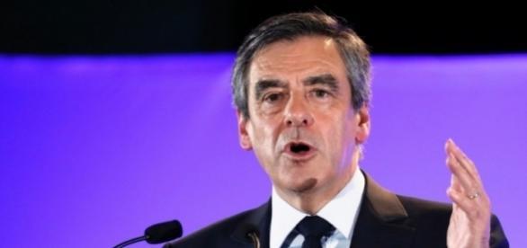 François Fillon, convoqué par les juges, reste candidat