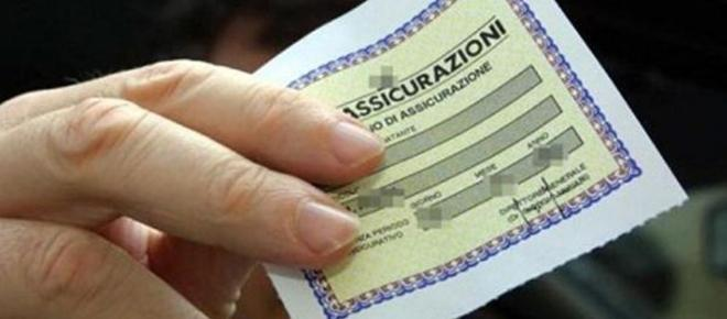 Italiani al volante: più virtuosi, ma anche più tartassati