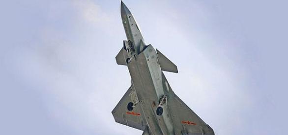 Avionul supersonic invizibil J-20 a intrat în dotarea Armatei de Eliberare Populară a Chinei - Foto: Wikimedia