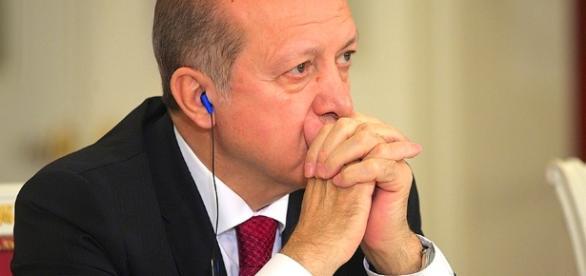 Verwechselt er inzwischen schon Länder? Geht es ihm gut? Präsident Erdogan. (Source URG Suisse: kremlin.ru / спасибо)