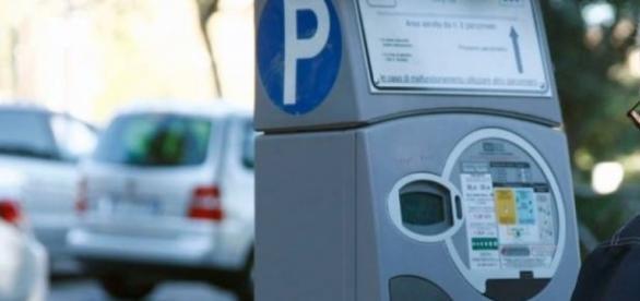 Il parcometro è senza bancomat? La multa non si paga.