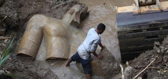 Statue of Pharaoh Ramses II is found in a Cairo slum | Daily Mail ... - dailymail.co.uk