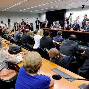A OAB e 160 entidades entregam a Carta Aberta contra a reforma da Previdência na Câmara (Foto: Lúcio Bernardo Junior/Câmara dos Deputados)