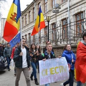 FOTO) Ziua Unirii Basarabiei cu România, marcată de studenții ... - independent.md