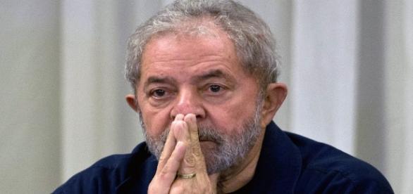 Ex-presidente Luiz Inácio Lula da Silva é acusado de tentar obstruir investigações da Lava Jato.