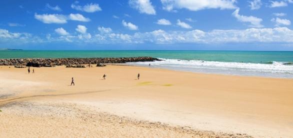 File:Praia de Areia Preta.jpg - Wikimedia Commons - wikimedia.org